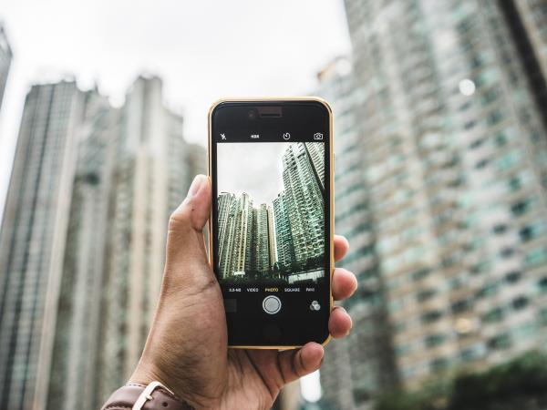 Taking a photo of buildings on a smart phone